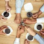 O nouă lege care sperie angajaţii. Li se va tăia din salariu dacă iau pauze de cafea si ţigară