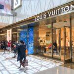 După eşecul răsunător al tranzacţiei de 16 mld. dolari, gigantul LVMH, proprietarul Louis Vuitton, porneşte la atac împotriva celebrului grup Tiffany